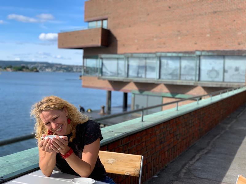 På Fjordterrassen med utsikt mot spissen og Fjorden