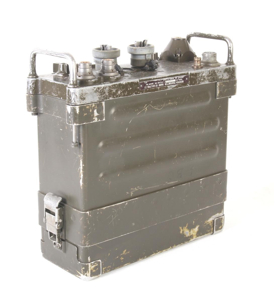 Amerikansk radio benyttet i Vietnamkrigen. Kom i tjeneste fra 1968.  Benyttet av det Norske Forsvaret. Rekkevidde ca. 8 kilometer.