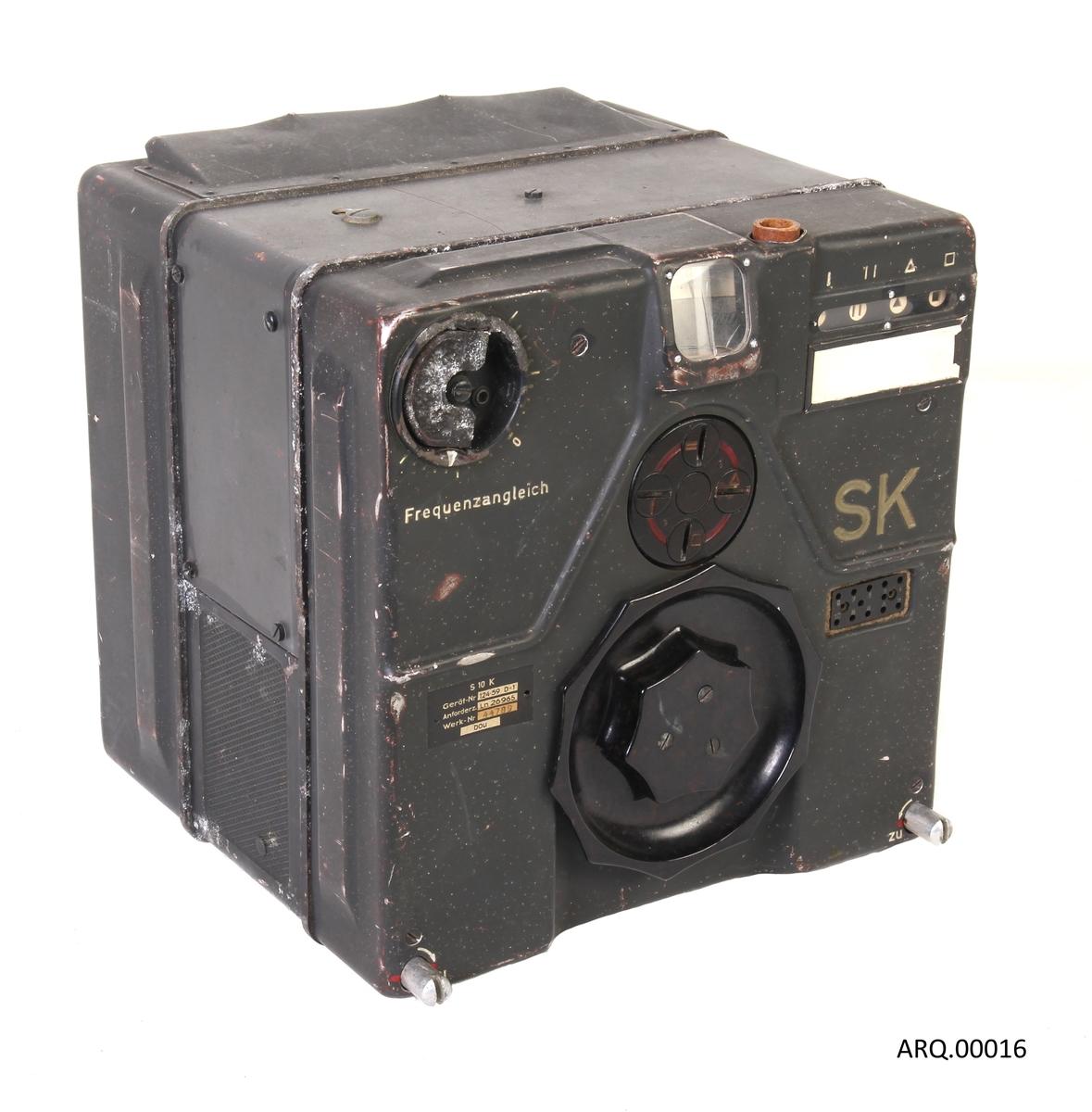 Standard type SK radio, som ofte ble brukt som kortbølgesender om bord i tyske bombefly.