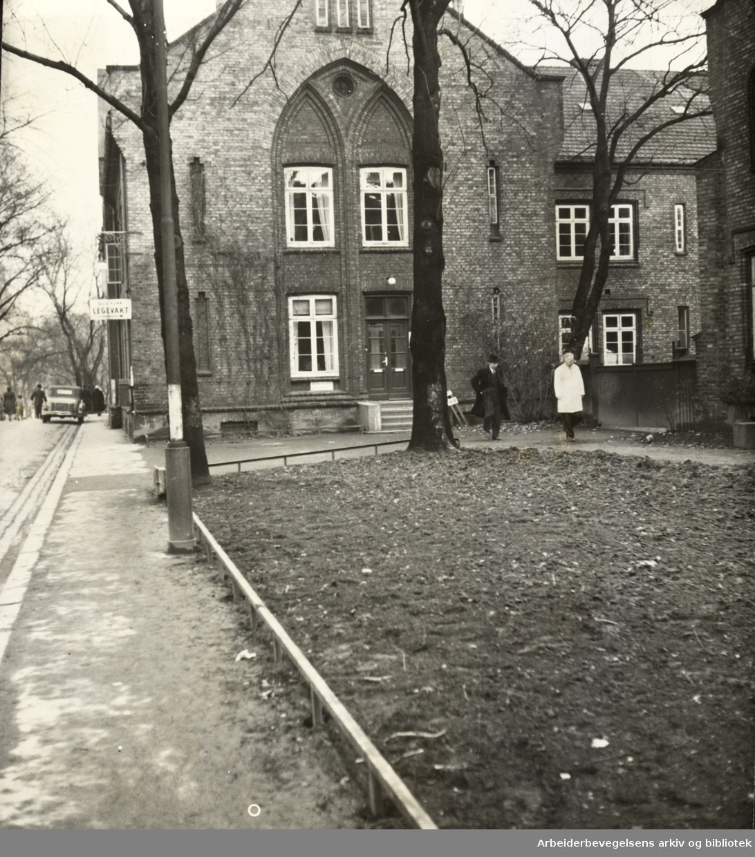Legevakta . November 1950