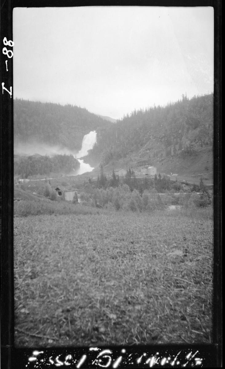 """Reinforsmoen på den andre sida av elva, bildet tatt fra """"Forsen"""" (Forsbakken?). Bjerkaelva. Bjurbekken. Ca. 7 km fra Sørfjorden."""