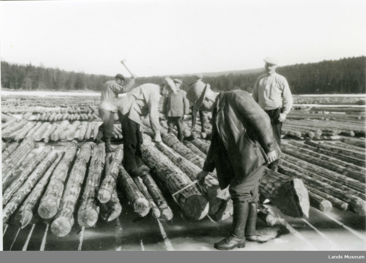 Tømmermåling på Lomsjøen.