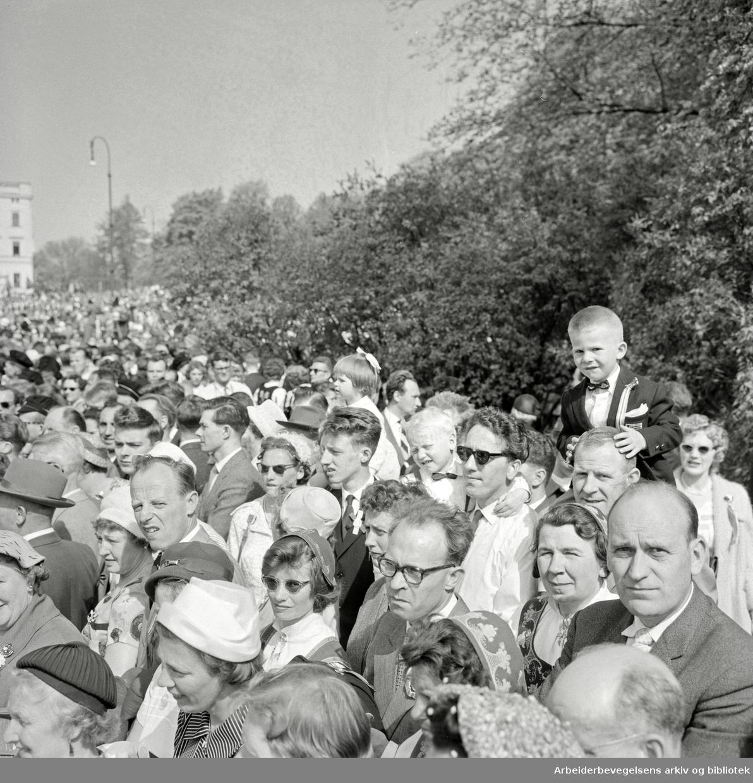 Barnetoget. Tilskuere. 17. mai 1960