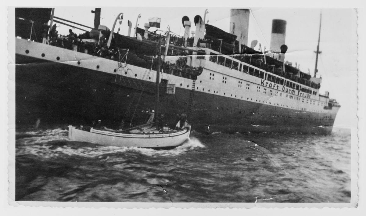 "Kraft durch Freude-skipet ""Monte Olivia"" av Hamburg tar opp norsk los ut av Egersund"