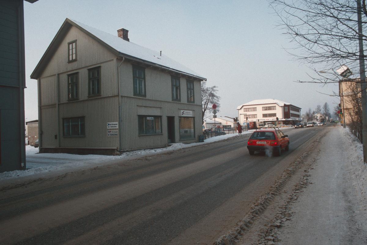 Lillehammer.  Fåberggata 108 skal rives for ny bensinstasjon.  Sett mot nord-vest.