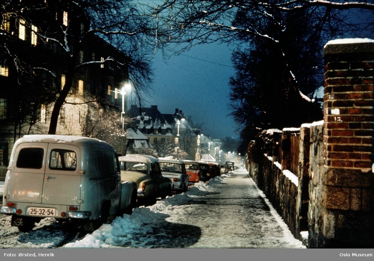 gate, biler, gatebelysning, bygårder, mur, snø