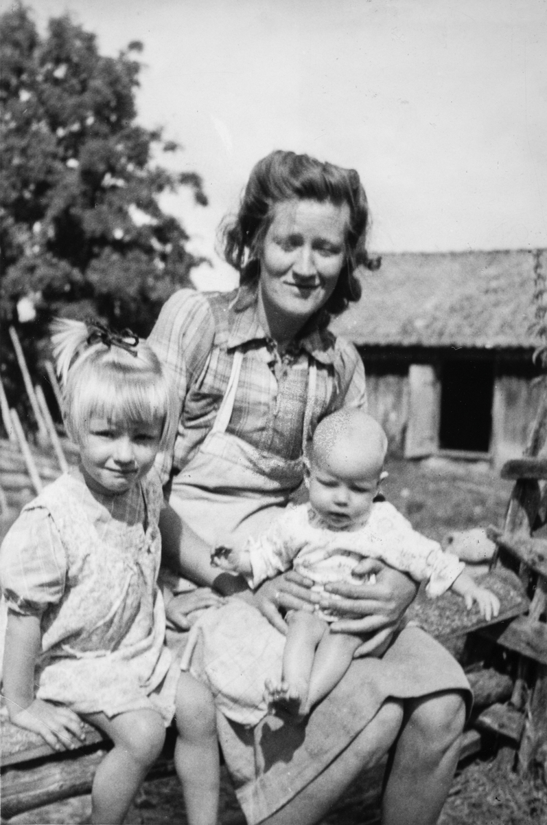 Marie, Turid og Reidun Nordstad på Klukksetra ca 1950.