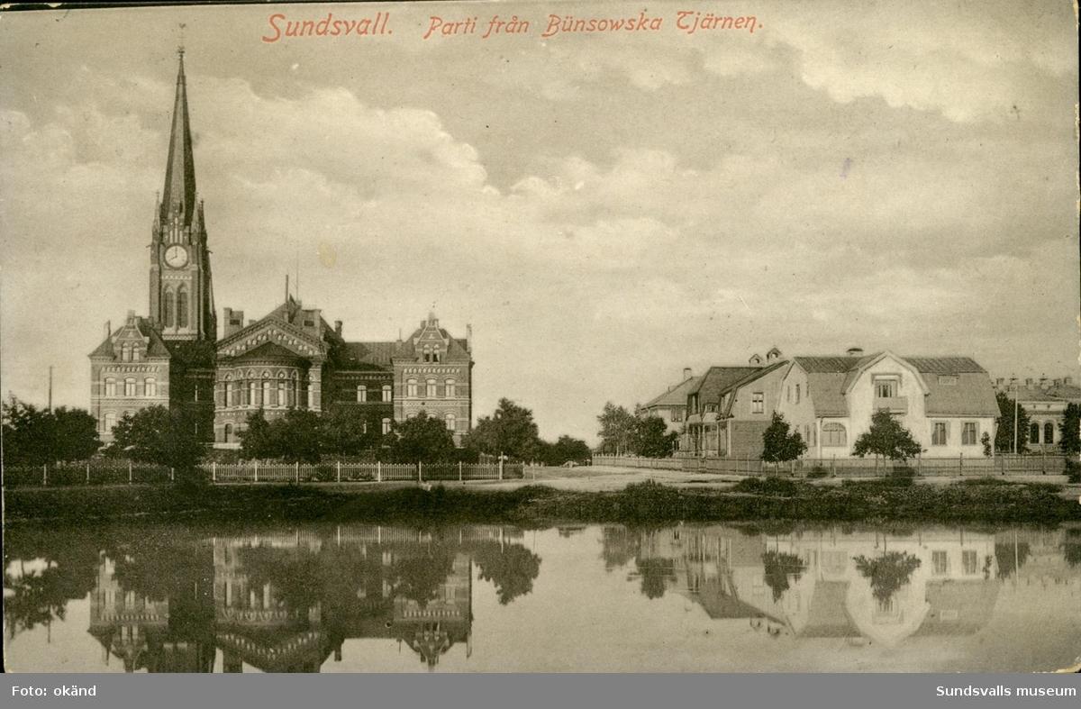 Vykort med motiv över Bünsowskatjärnen i Sundsvall.