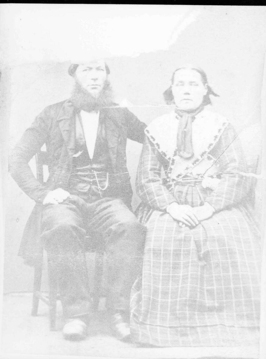 Repro: Portrett av mann og kvinne.