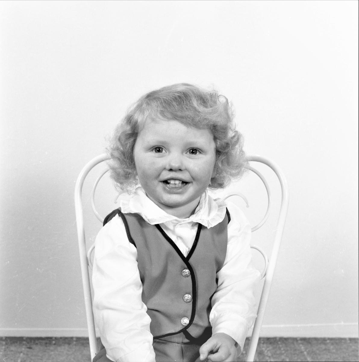 Portrett. Ung gutt. Bestilt av Solveig Mortvedt. 5540 Førdesfjorden.