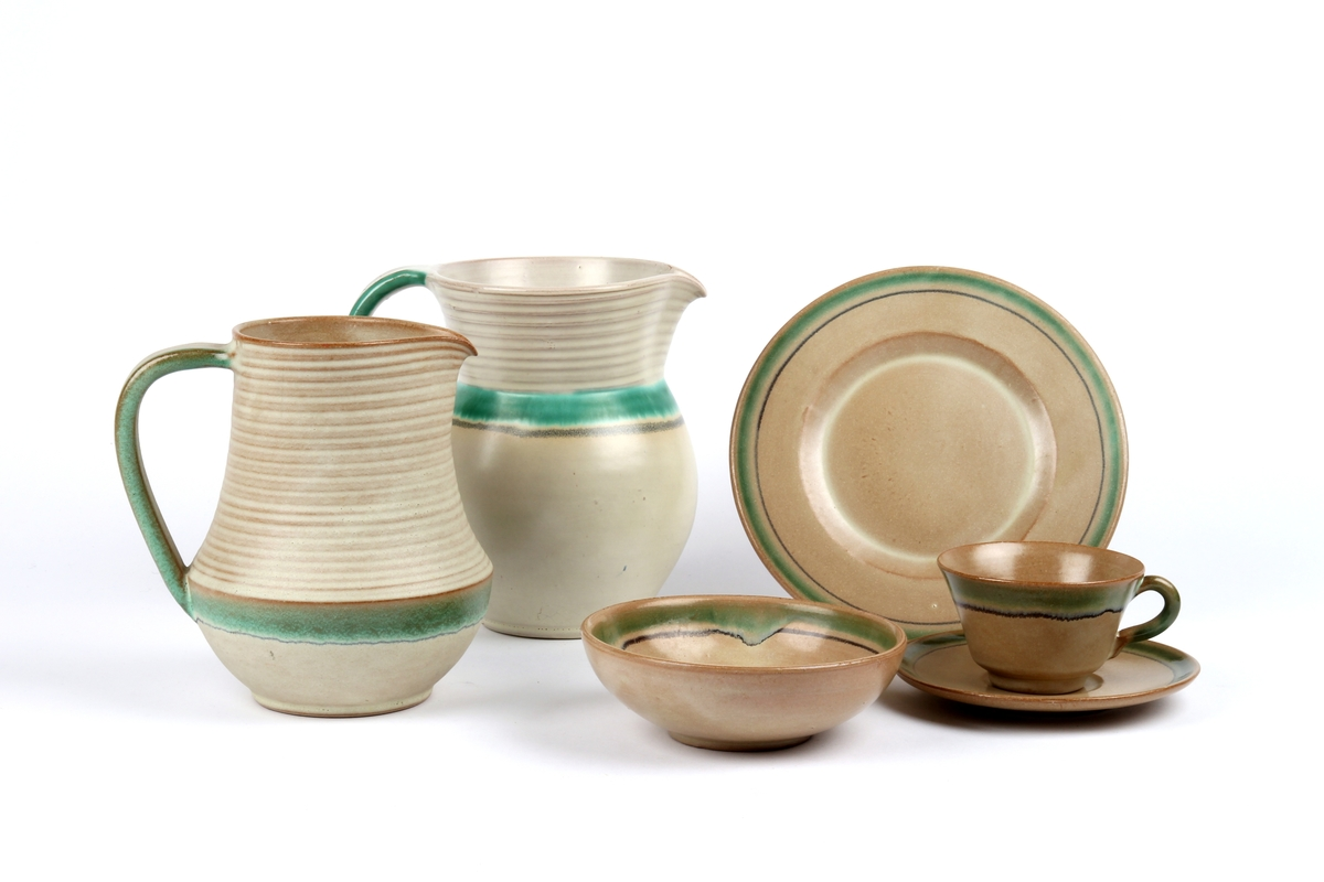Dekketøy fra Ganns Keramikk bestående av to mugger og et ølkrus.