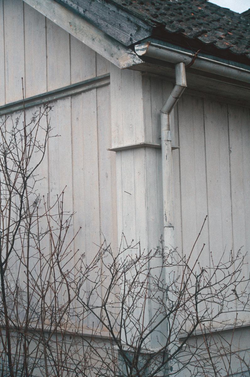 Lillehammer.  Vingrom.  Frydenlund lærerbolig, som ble revet.  Nærbilde av det nord-vestre hushjørnet.