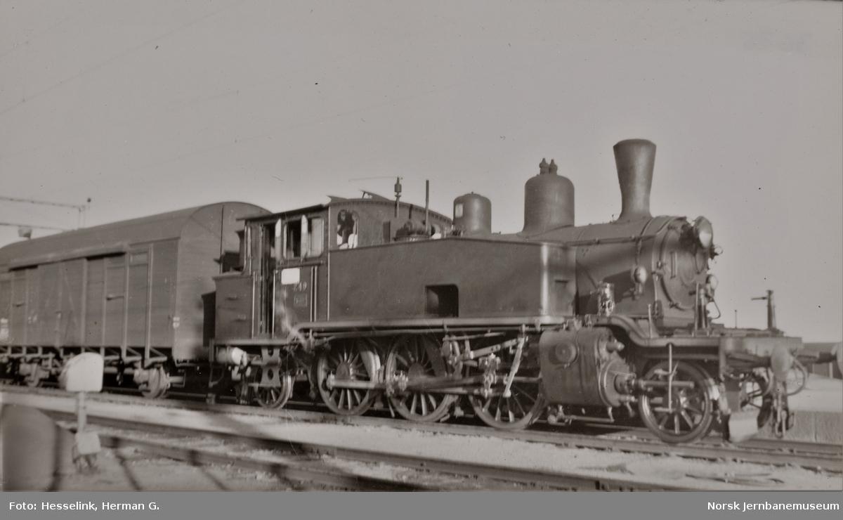 Damplokomotiv type 20b nr. 249 i skiftetjeneste på Kristiansand stasjon