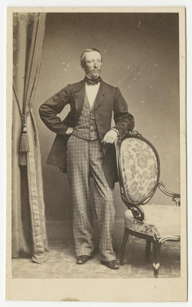 Porträtt av Bernhard Robert Alfred von Rosen, kapten vid Andra livgrenadjärregementet I 5.
