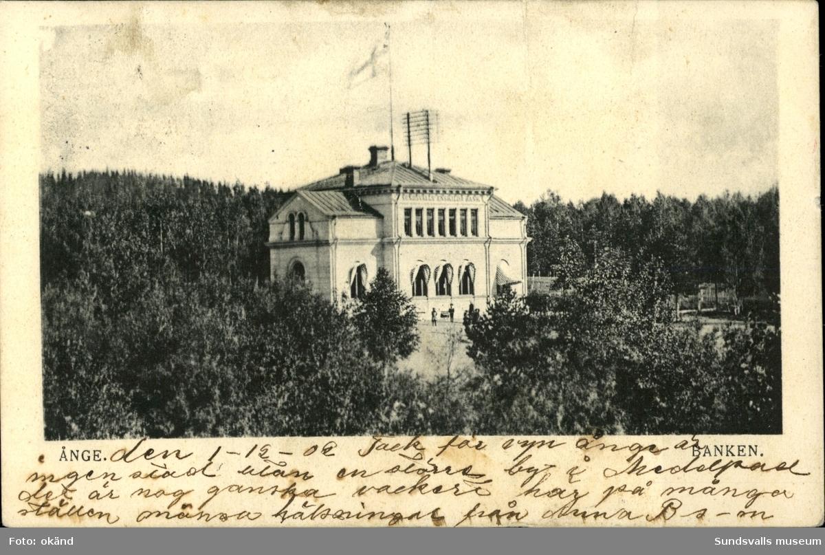 Vykort med motiv över bank- och telegrafstationen i Ånge.