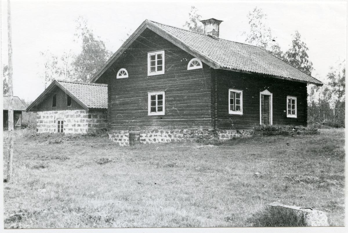 Norberg sn, Norberg, Fliken. Exteriör av färdstuga, 1933.