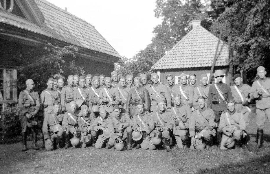 Värnpliktiga i uniform m/1910.