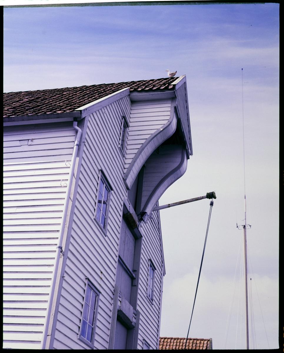 Gavlen på et sjøhus langs Smedasundet i Haugesund.