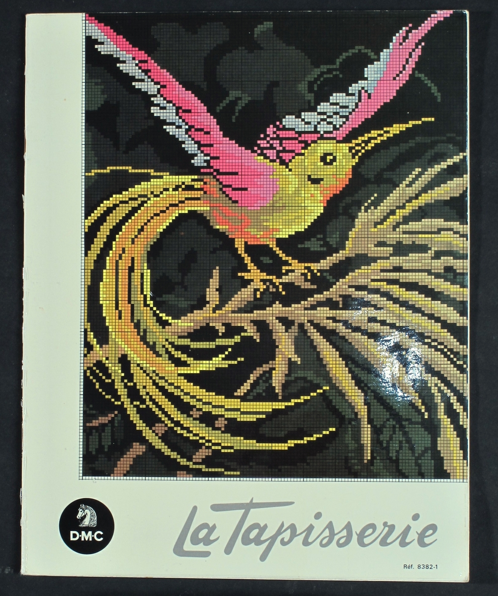 "Hefte med broderimønstre ""La tapisserie""   Uinnbundet og stiftet i ryggen.  Litt stivere omslag."