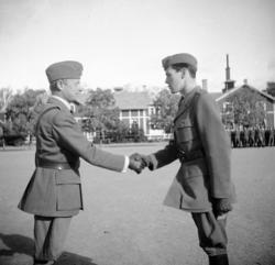 Prisutdelning, A 6. Överste Raoul ŏrmann och löjtnant Gärdi
