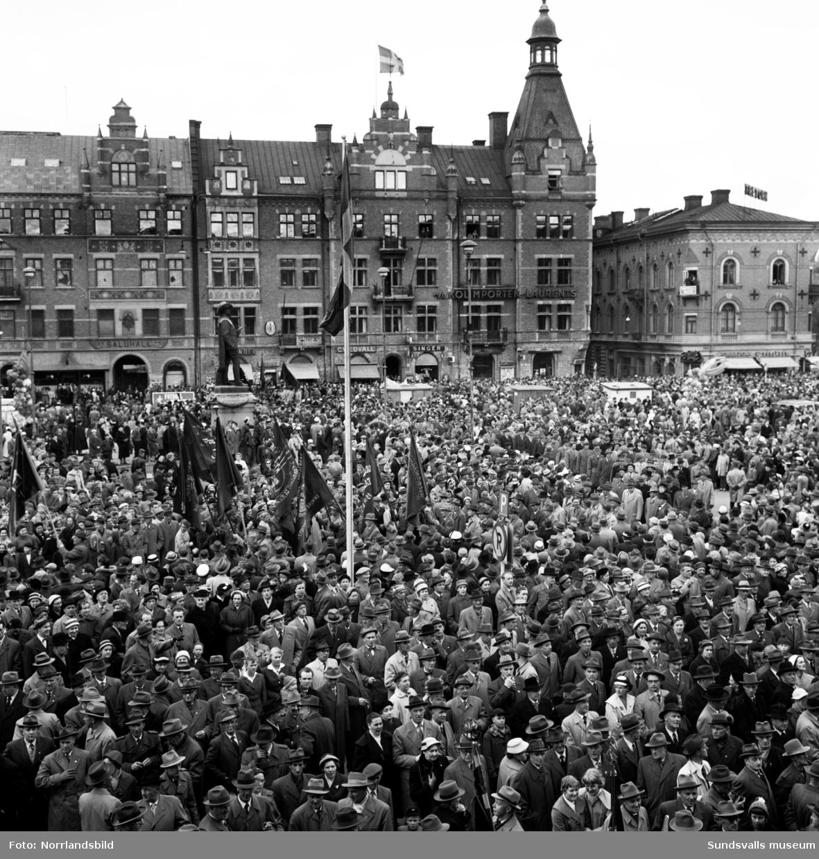 Tage Erlander första maj-talar på torget.