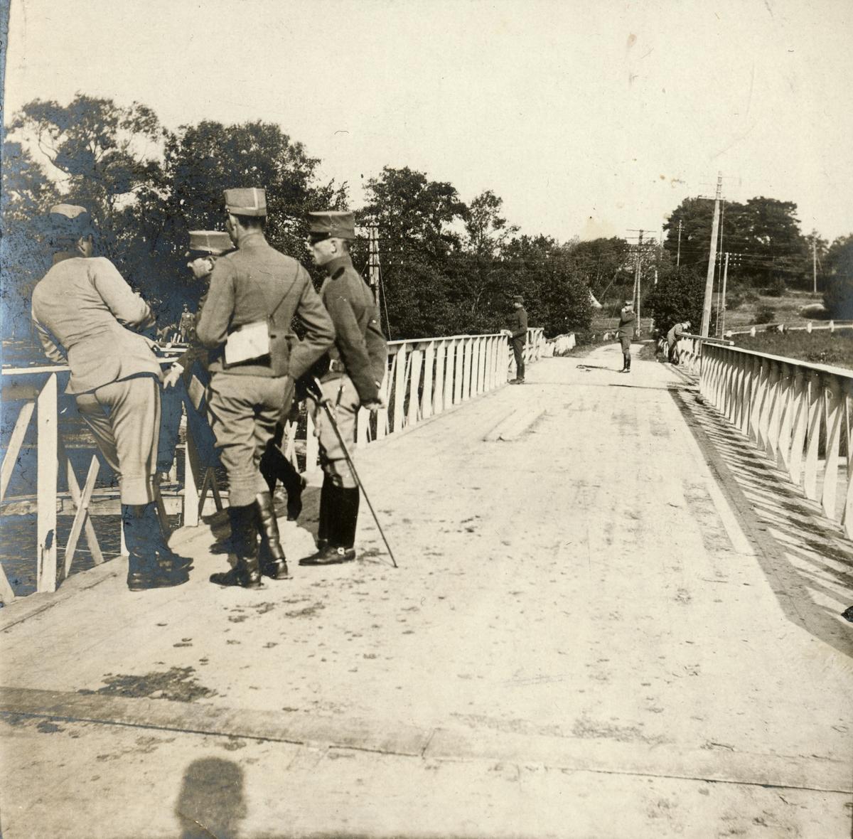 Soldater på bro, Fortifikationen.