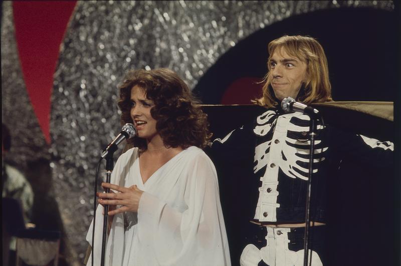 Inger Lise Rypdal og Jahn Teigen  under Melodi Grand Prix, 1976. Foto: Svein Boye Andersen. (Foto/Photo)