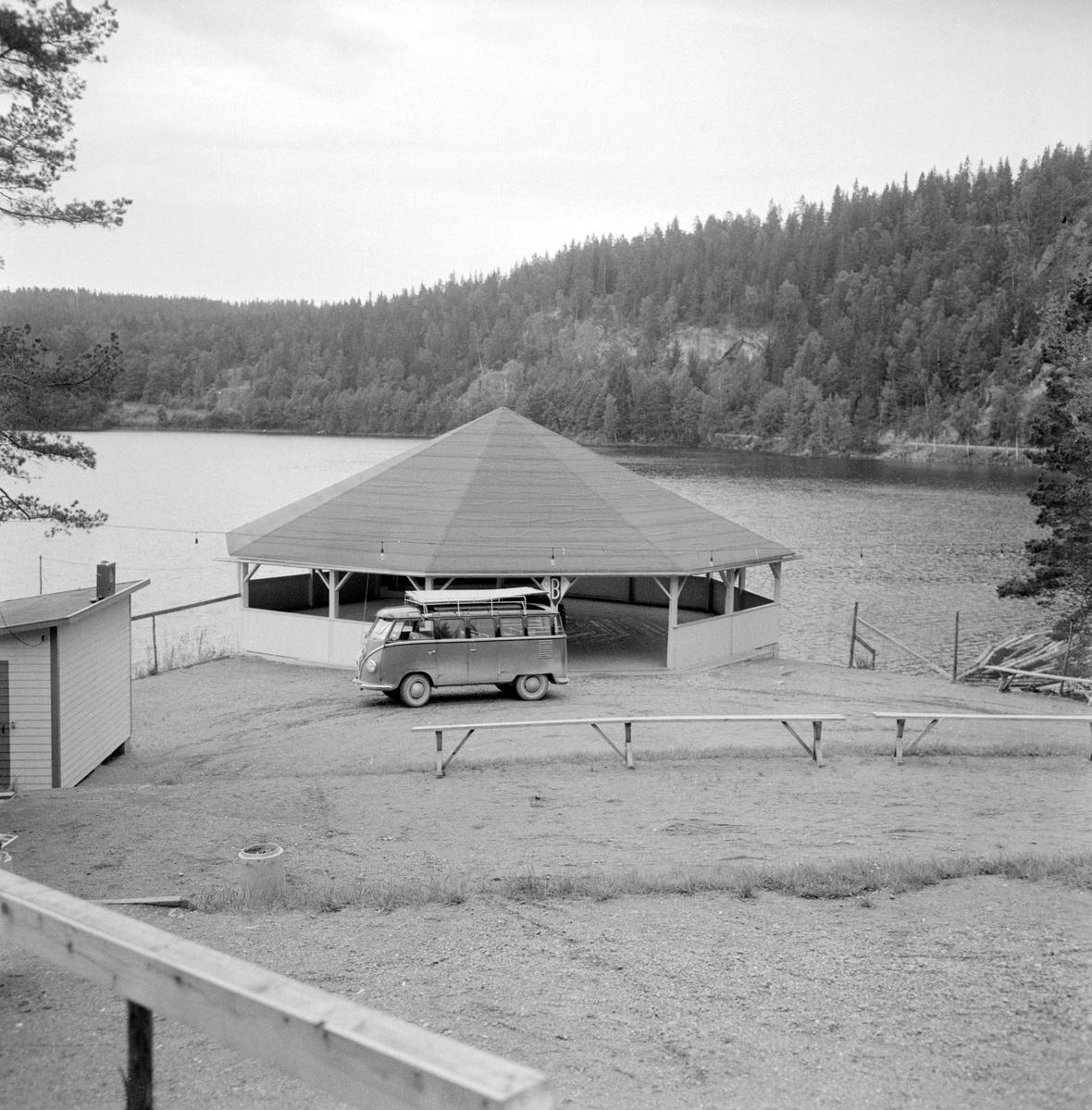 Festplatsen Valö är en av de mest klassiska i Östergötland och otaliga är de som roat sig på ön. Bakom anläggningens tillkomst låg Björkfors GoIF som efter storartad insats kunde inviga sin nöjespark 1956. Nu skrev man 1958 och det rustas för ännu en säsong.