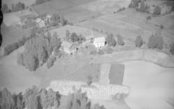Fåberg, Gaustomhaugen gård til høyre og Toverud til venstre