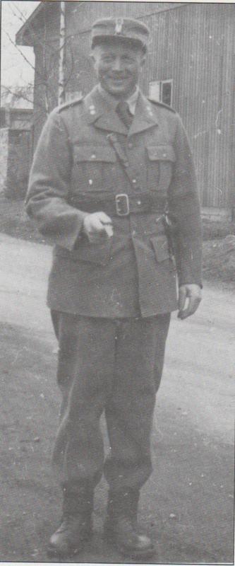 Løytnant Jon Trøan reiste til Elverum allerede 9. april 1940. Han deltok i de norske styrkenes innsats i Østerdalen utover april. Seinere vart han sentral i oppbygginga av Milorg i Nord-Østerdalen, fram til han vart arrestert 16. august 1943 og sendt til fangeleir i Polen, seinere i Tyskland. Fra Grandum: Fra felttog til frigjøring i Nord-Østerdalen.