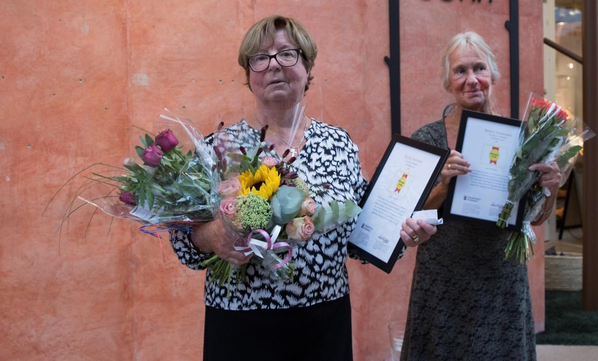 Systrarna Barbro Gustavsson och Birgitta Hellström får Raoul Wallenberg Academys Kuragepris, som delades ut på Jönköpings läns museum 5 augusti 2018.