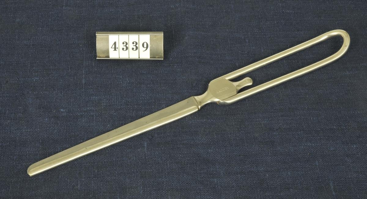Kirurgiskt instrument, operationskniv, från 1900-talets första del. Har använts vid militära sjukhus.