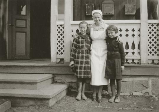 Frøken Løvstad og elever, Ullinshof skole (Foto/Photo)