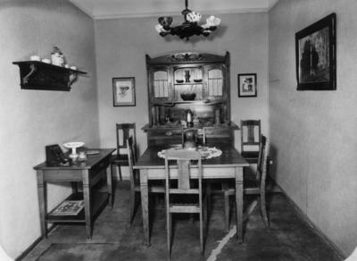 1923.