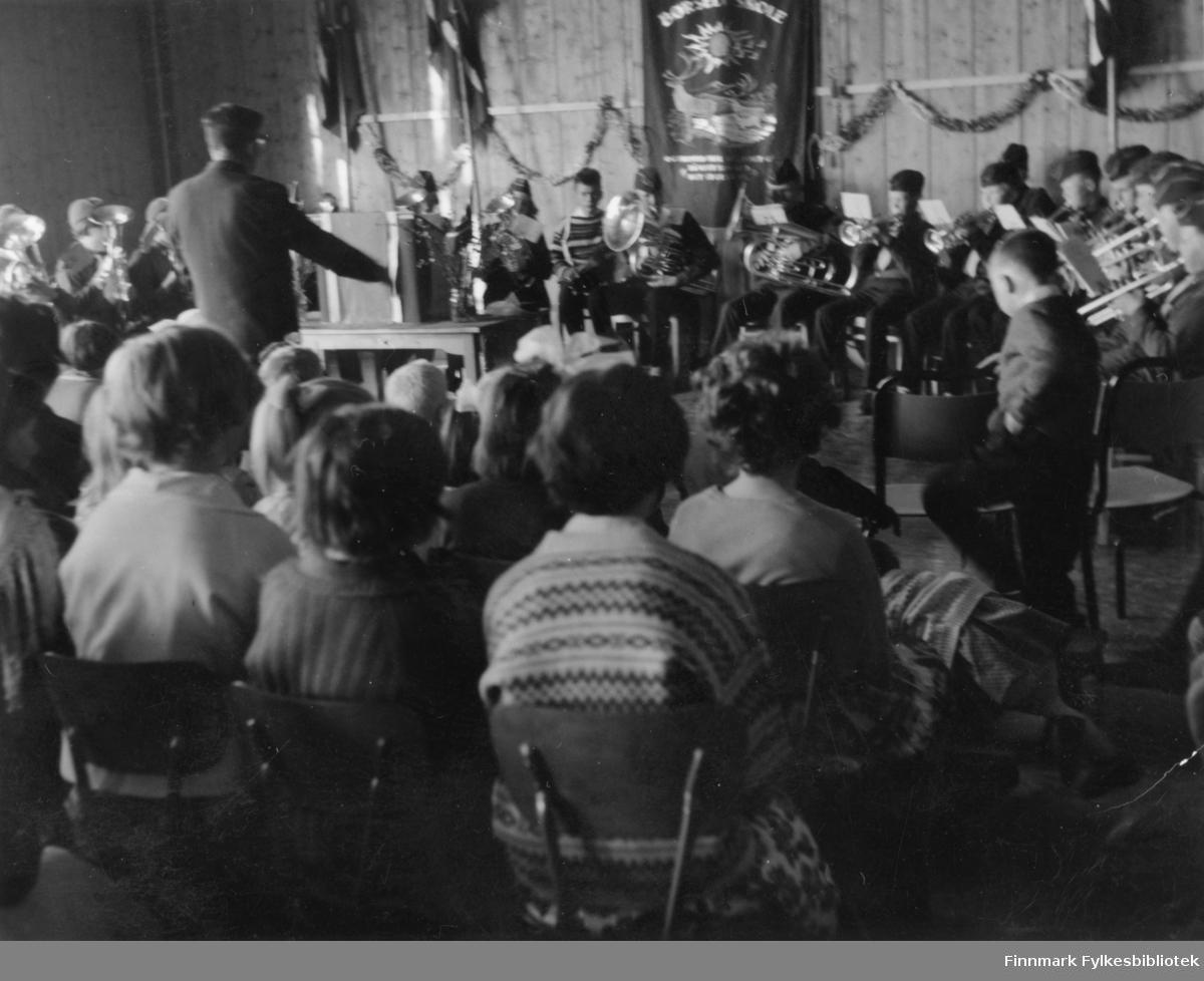 17. mai konsert i gymsalen på Børselv skole i 1962.