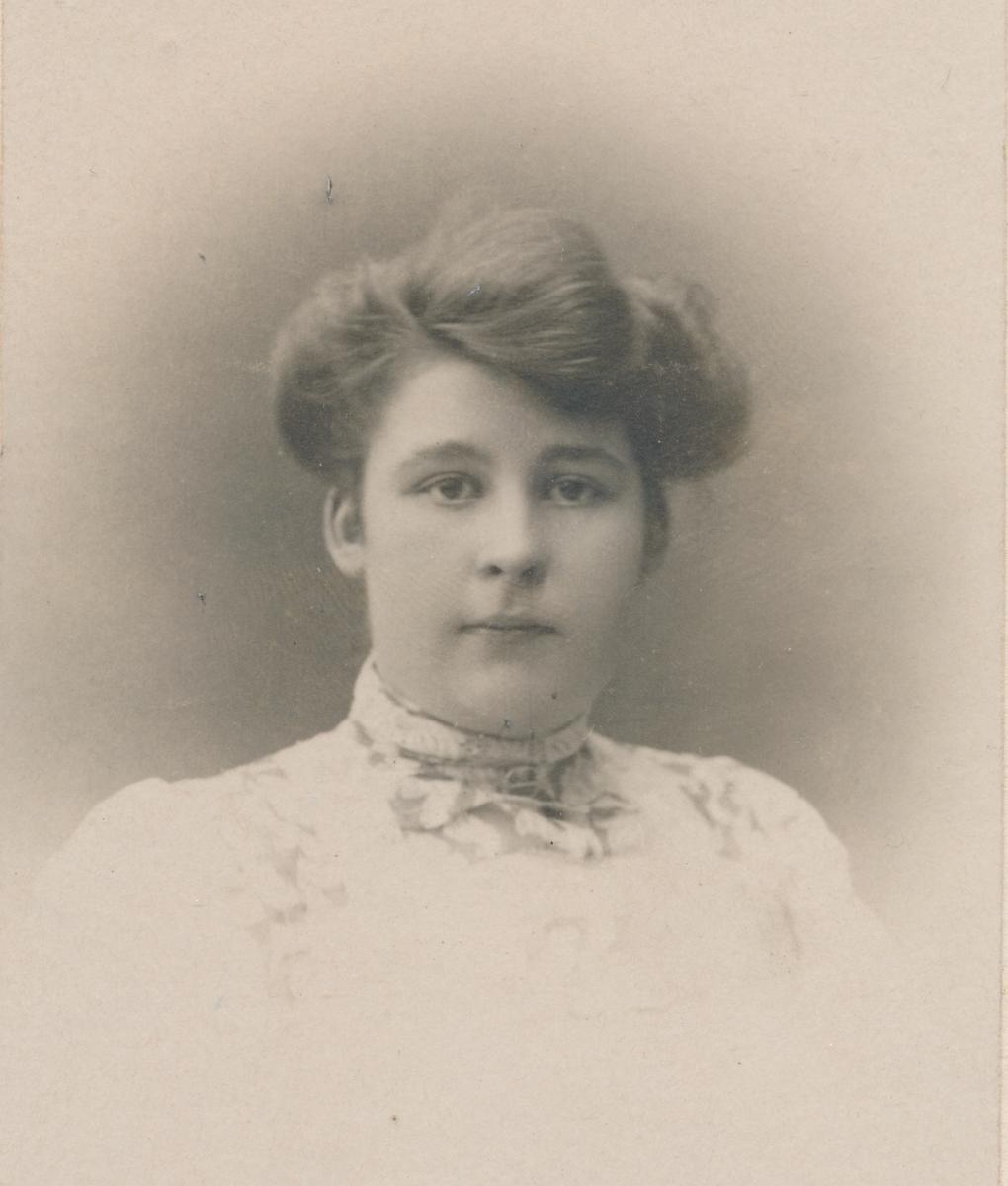 Portrett av ung kvinne, ukjent