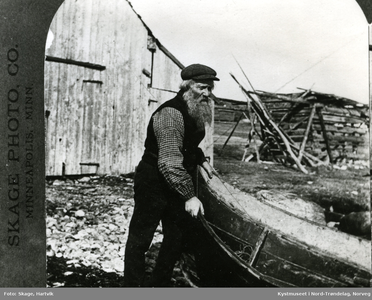 Ola Benjamin Monsen i båtstøa