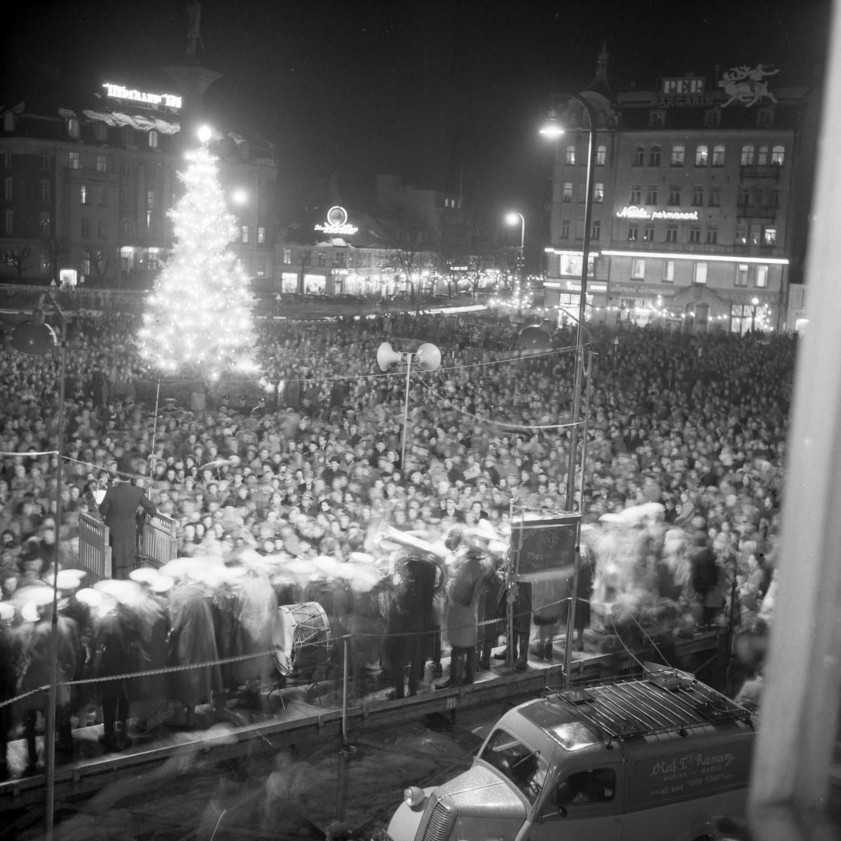 Tenning av juletreet på Torvet