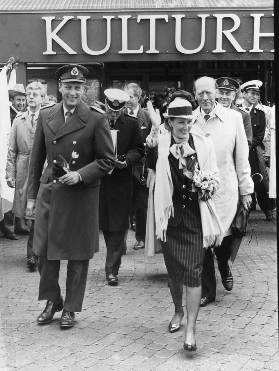 Kong Harald og dronning Sonja besøker Tynset på veg til signingen i Nidaros domkirke