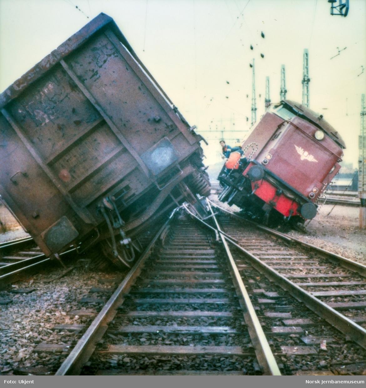 Sammenstøt mellom diesellokomotiv Di 2 813 og godsvogn på Alnabru skiftestasjon