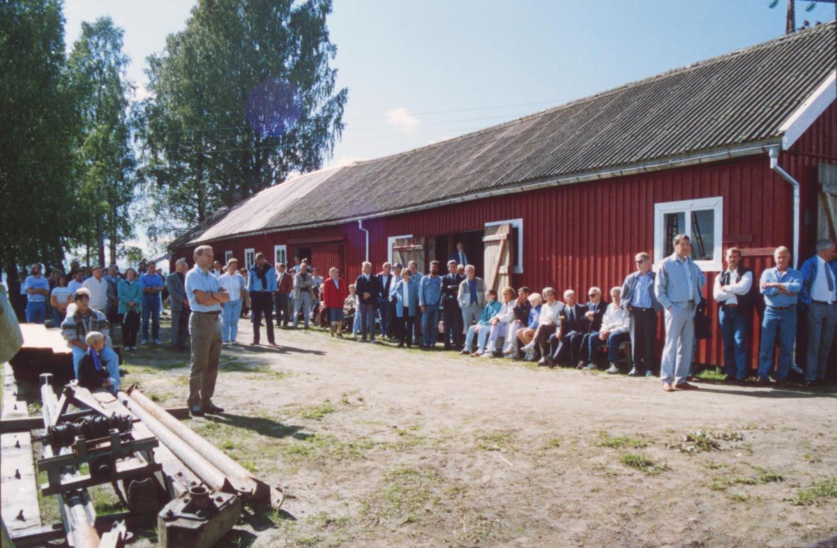Til tross for varierende vær strømmet publikum til åpningen. Foto: Per Emil Berg
