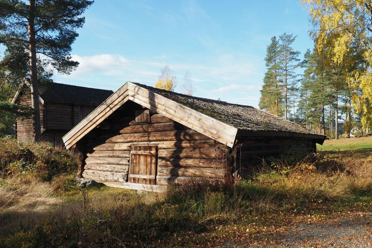 Åsandfjøset er et av de eldste bevarte fjøsbygningene i Norge, dendrokronologisk datert til 1614-15. Det er et laftet tømmerfjøs, som kan ha hatt plass til omkring 20 kyr.
