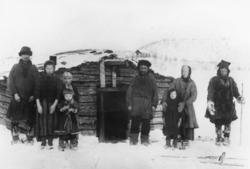 Skoltesamer fra Neiden ca 1904. Romanoff (1858-1926), Ondrev