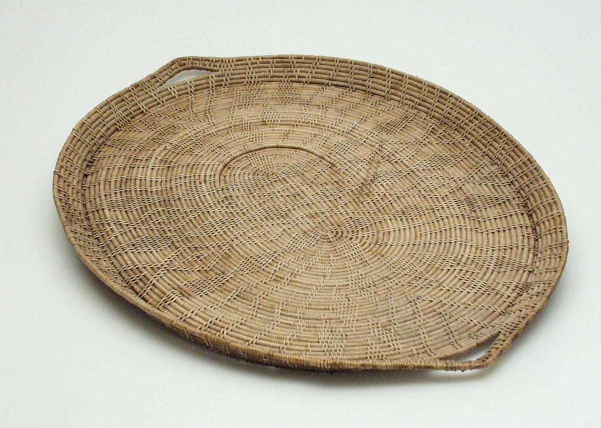 Ovalt brett laget av teger.