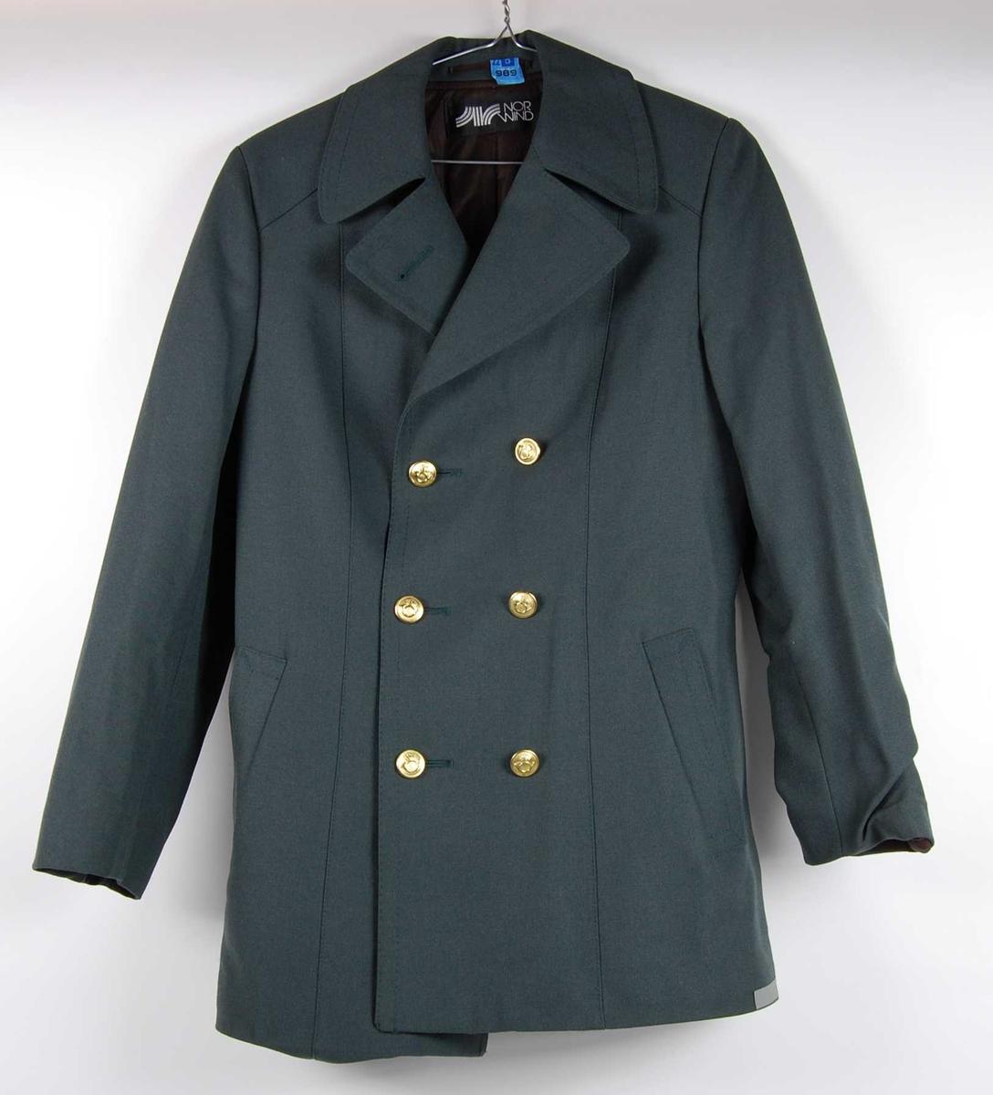 blå jakke med gullknapper