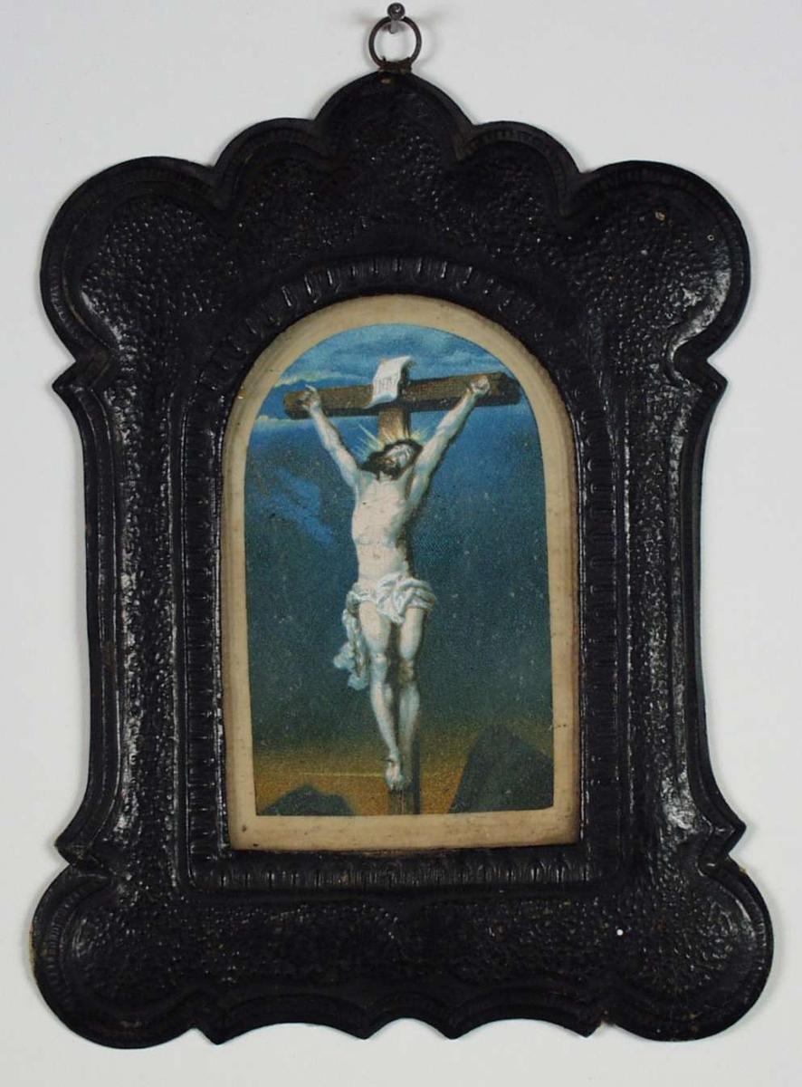 Jesus på korset og kvinne med tornekrans i fanget.