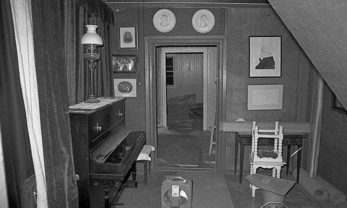 DOK:1971, gang, 2. etage, monterværelse, piano,