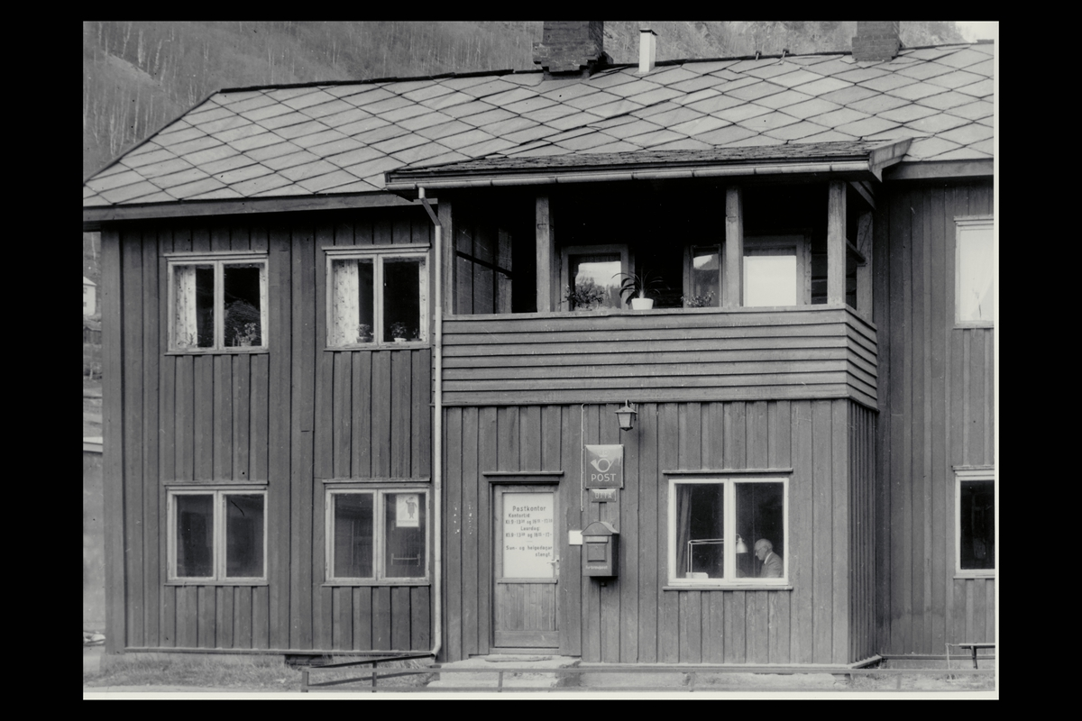 eksteriør, postkontor, 2670 Otta, postskilt, postkasse