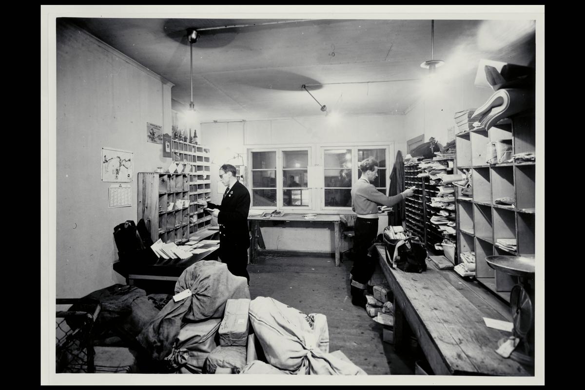 interiør, postkontor, 8600 Hammerfest, uniform, postsekker, pakker, sortering, budavdeling