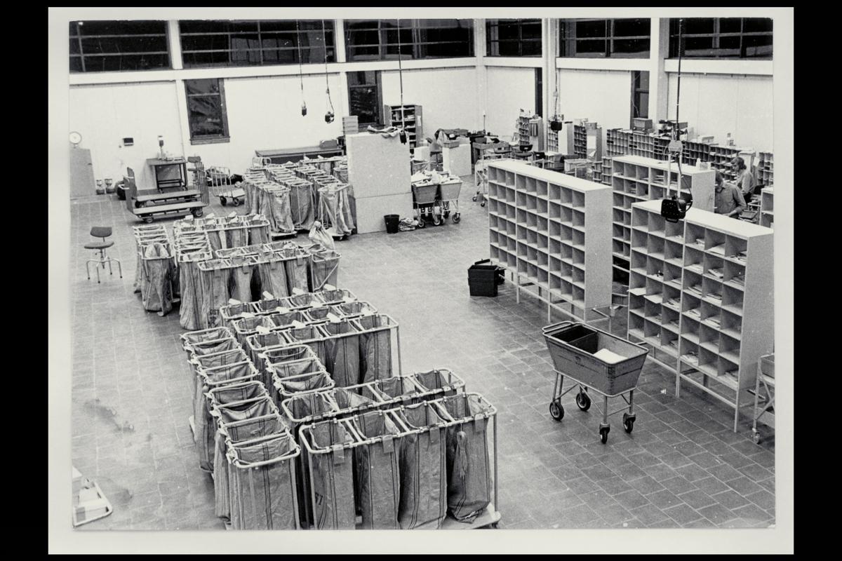 interiør, postterminal, Skien, sorteringsanlegg, sekkestativer, reoler